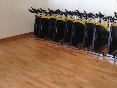 Spa Aquatonic - Nantes - Salle de gym - Parquet en Chêne Massif 22 mm - pose sportive