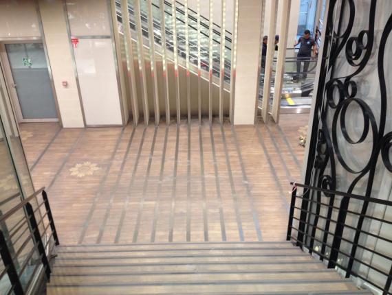 Galerie vue de l'escalier